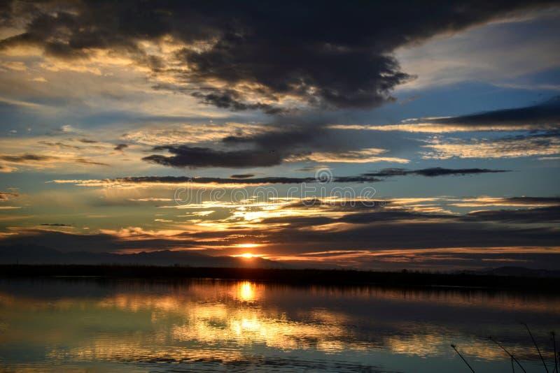 Solnedgång i utah arkivbild