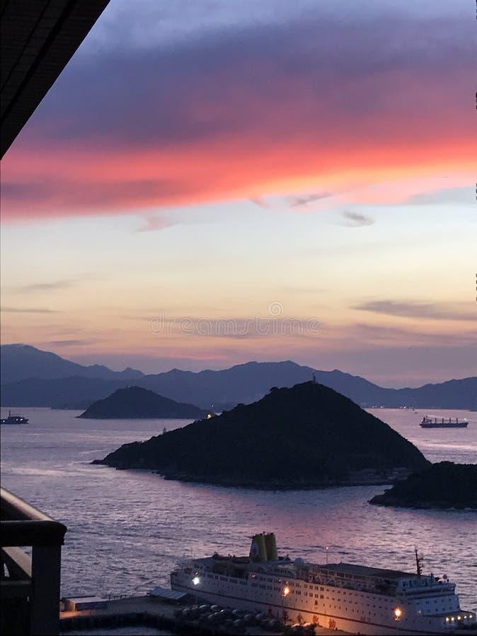 Solnedgång i västra Hong Kong arkivbild