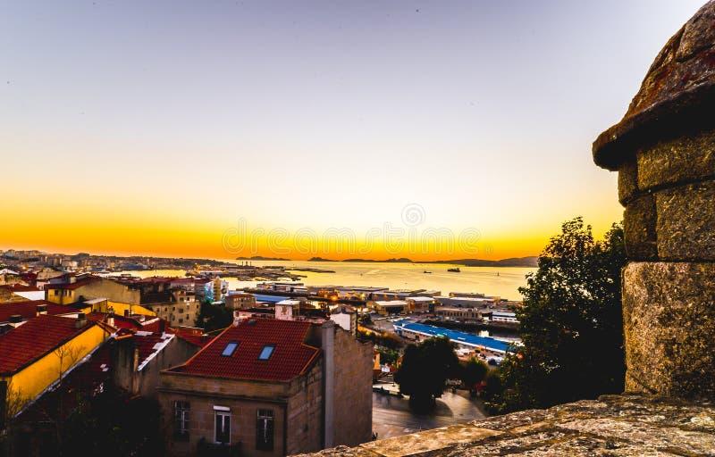 Solnedgång i Vigo - Spanien royaltyfria foton