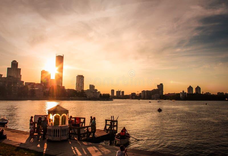 Solnedgång i Yekaterinburg arkivbild
