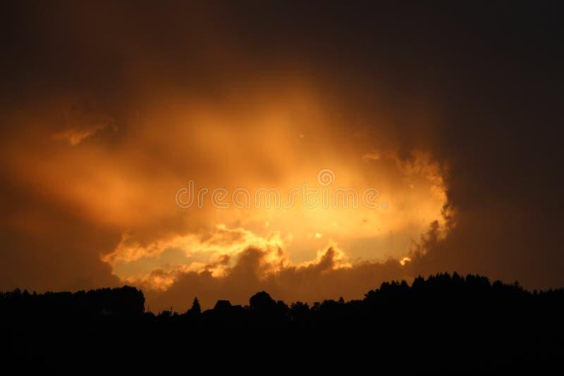 Solnedgång med hålet royaltyfria foton