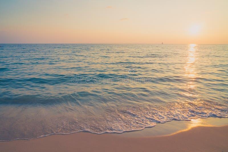Solnedgång med havet royaltyfria bilder