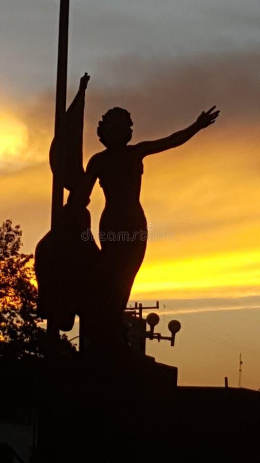 solnedgång och baksida royaltyfri bild