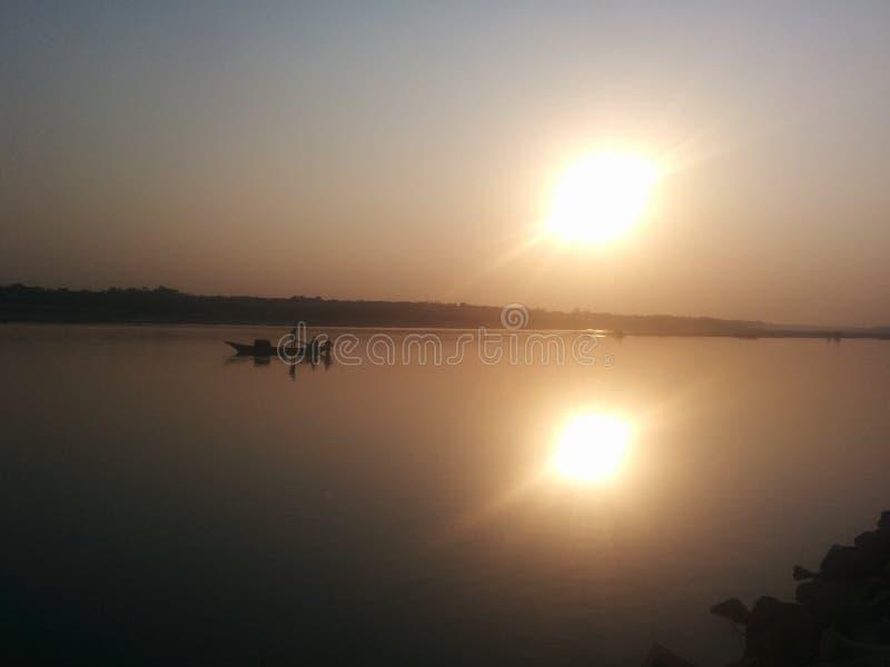Solnedgång och fartyg fotografering för bildbyråer