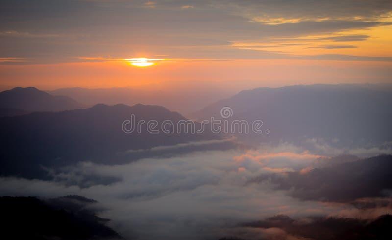 Solnedgång och soluppgång arkivbilder