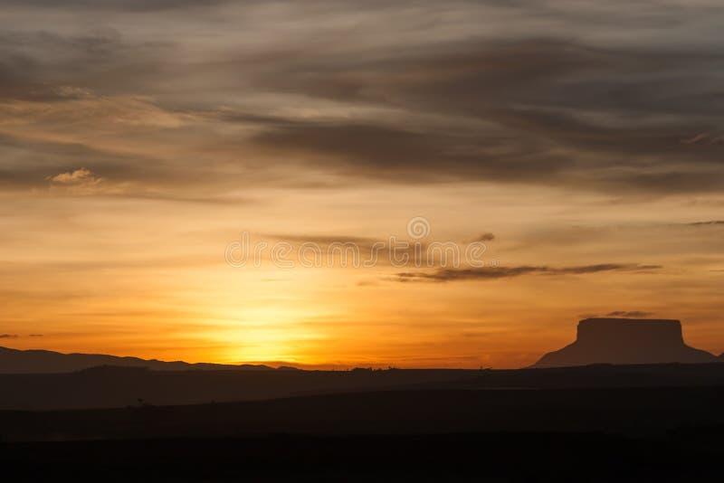 Solnedgång och tepui royaltyfri fotografi