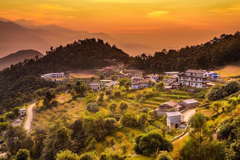 Solnedgång ovanför Dhampus i Nepal arkivbild