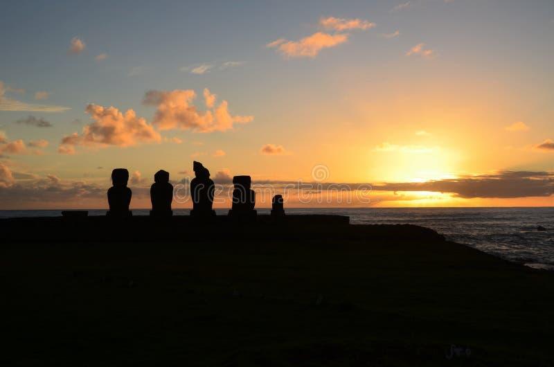 Solnedgång på Ahu Tahai royaltyfri fotografi