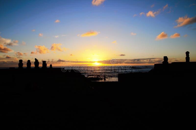 Solnedgång på Ahu Tahai royaltyfria foton