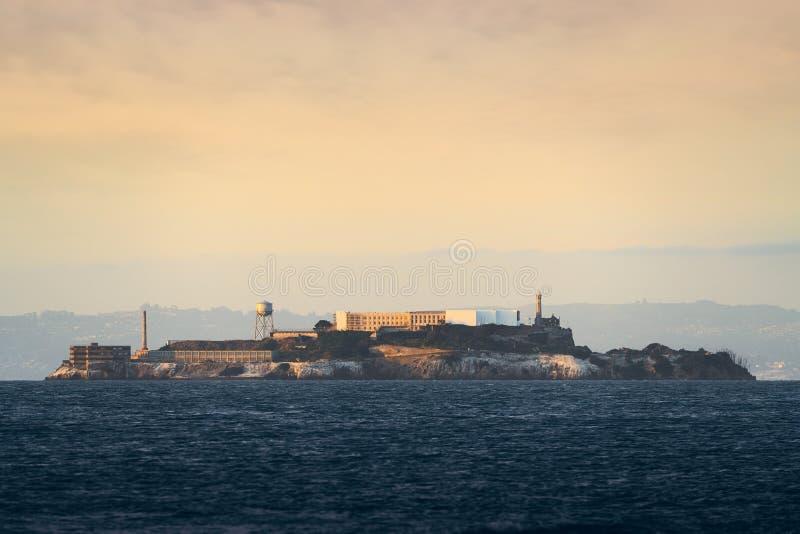 Solnedgång på Alcatraz arkivbild