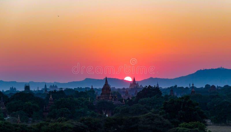 Solnedgång på Bagan arkivfoto