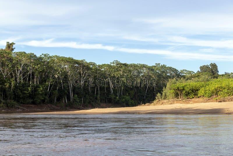 Solnedgång på Beni flodklippor, affärsföretag i djungler av den Madidi nationalparken, Amazon River handfat i Bolivia, Sydamerika arkivfoton