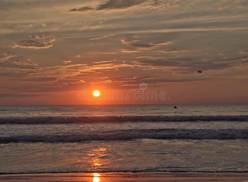 Solnedgång på beskickningstranden, Kalifornien royaltyfria foton