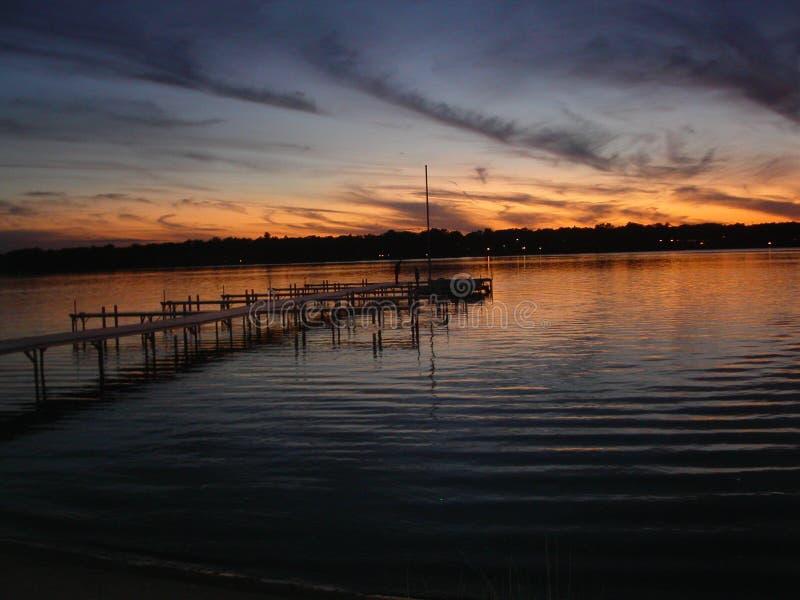 Solnedgång på Cedar Lake royaltyfria bilder