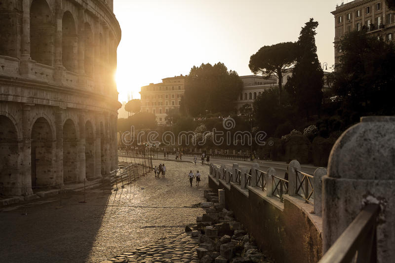 Solnedgång på coliseumen royaltyfria foton