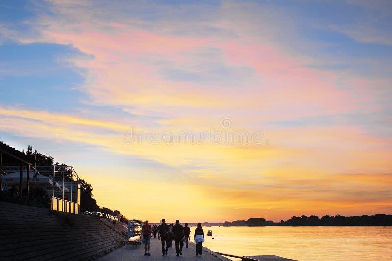 Solnedgång på Danuben fotografering för bildbyråer