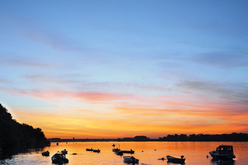 Solnedgång på Danuben arkivfoto