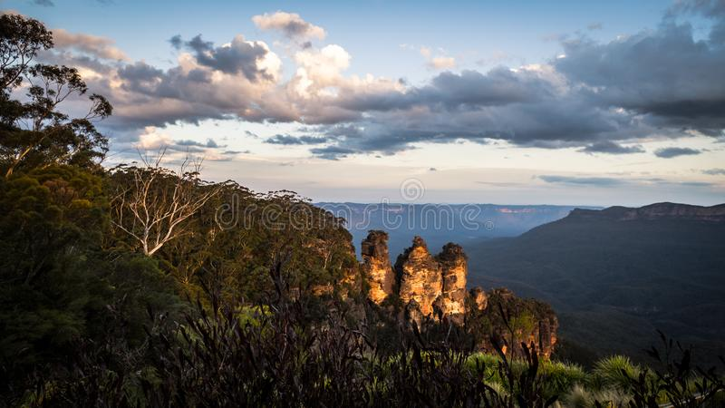 Solnedgång på de blåa bergen i New South Wales, Australien arkivfoto