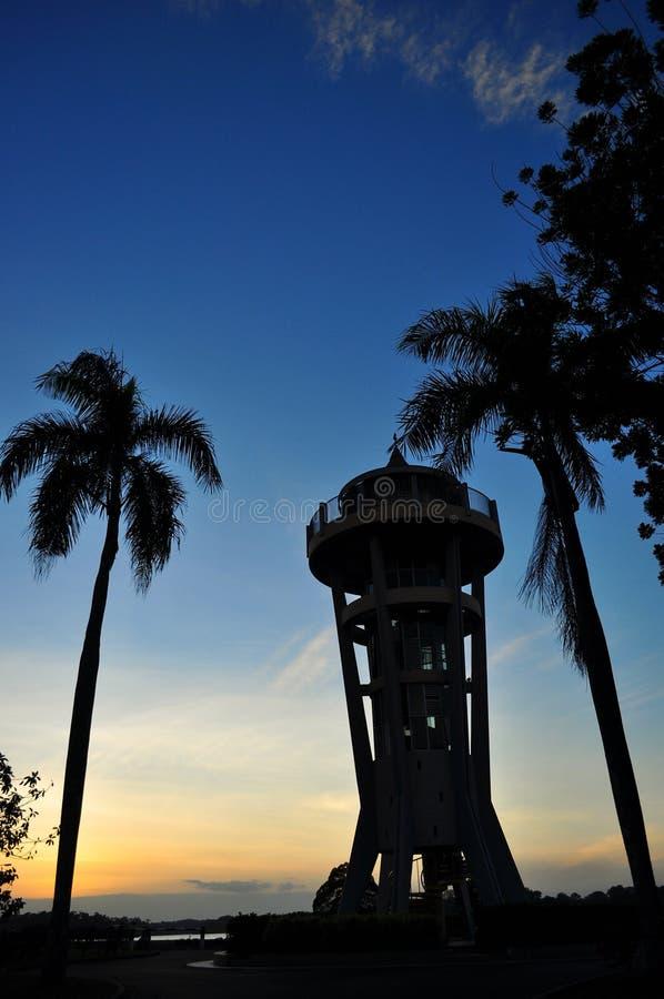 Solnedgång på den övreSeletar behållaren - vertikal sikt arkivfoton
