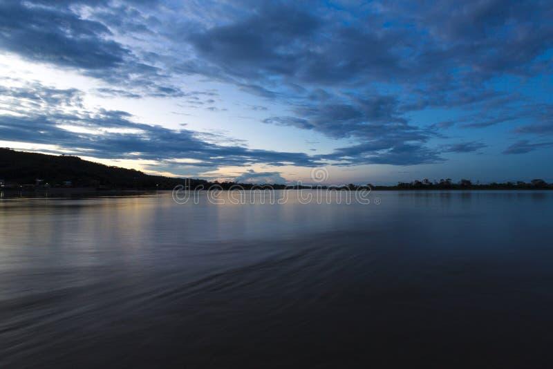 Solnedgång på den Beni floden i Rurrenabaque, Bolivia fotografering för bildbyråer