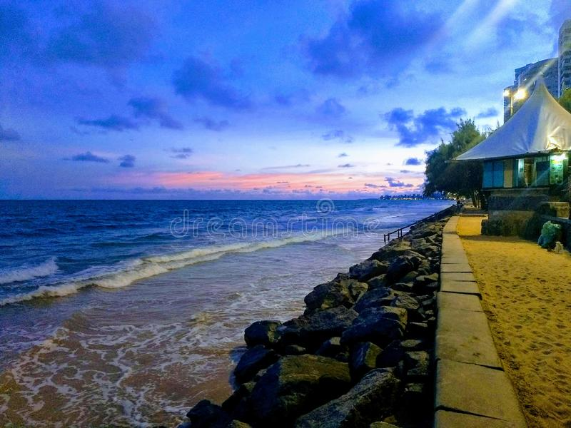 Solnedgång på den BoaViagem stranden arkivfoton