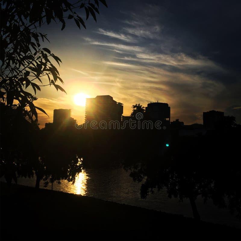 Solnedgång på den Brisbane floden arkivfoto