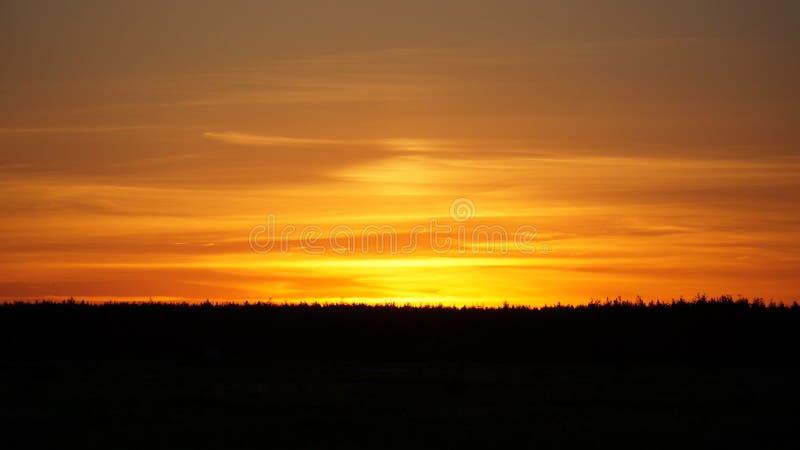 Solnedgång på den Dnieper naturskönheten av uppehället royaltyfria bilder