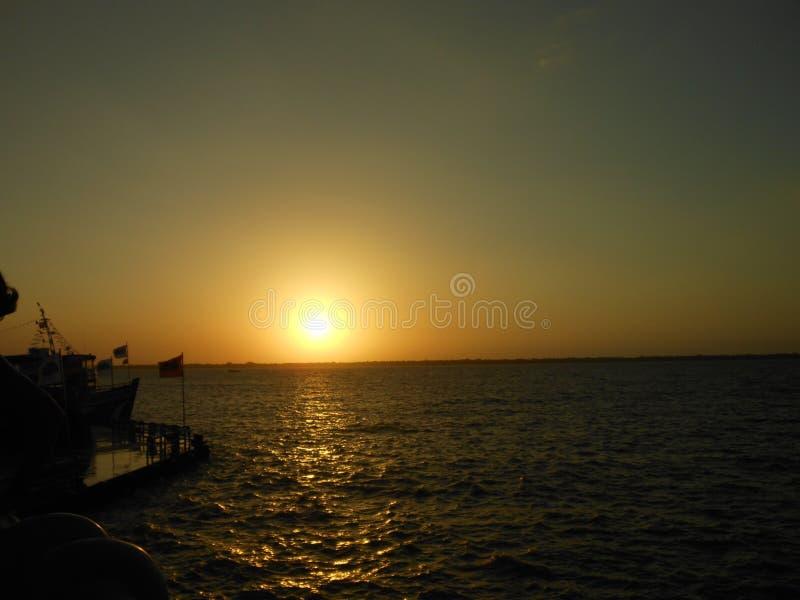 Solnedgång på den Docas stationen, Belem Brasilien arkivbilder