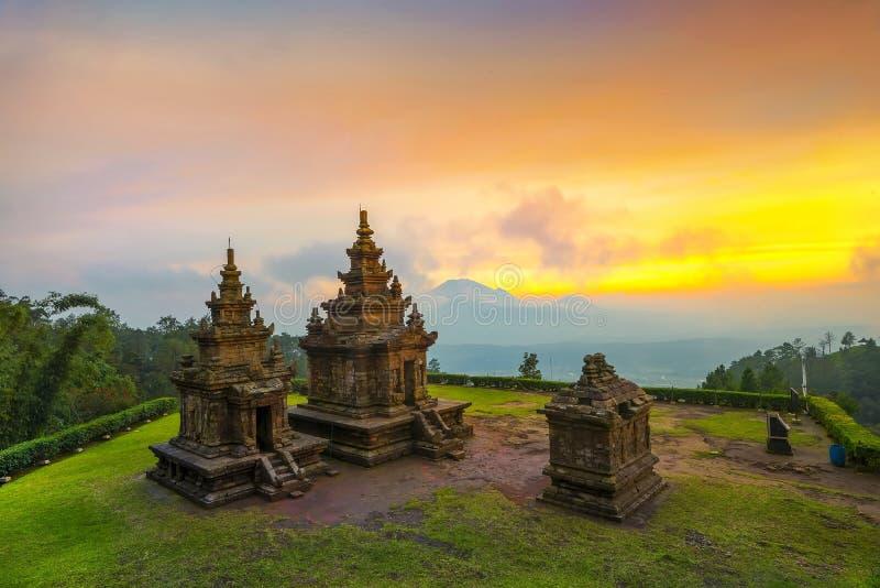 Solnedgång på den Gedong Songo templet Wonderfull Indonesien royaltyfria foton
