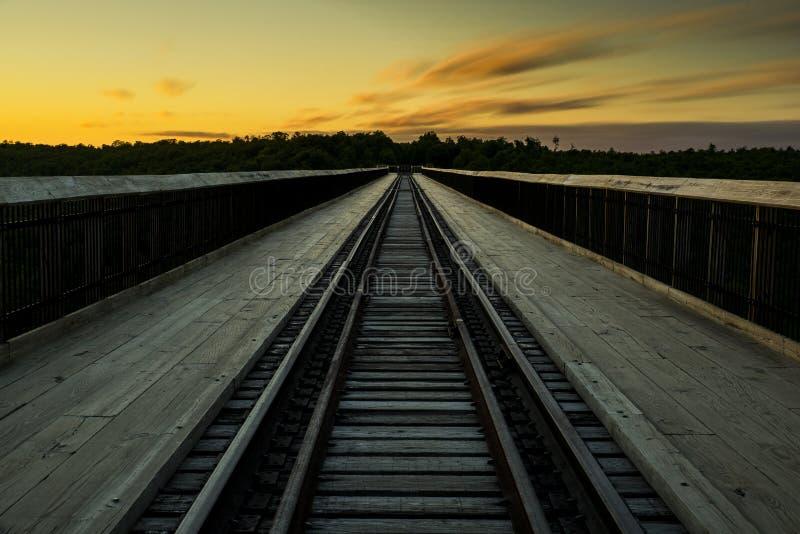 Solnedgång på den Kinzua bron - Pennsylvania royaltyfri foto