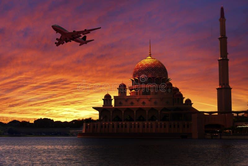 Solnedgång på den klassiska moskén arkivfoto