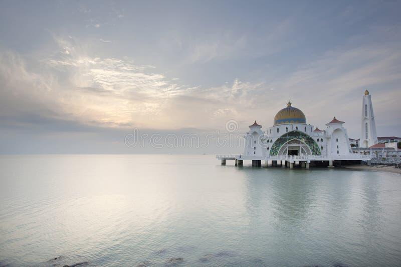 Solnedgång på den Malacca svårighetermoskén royaltyfria foton