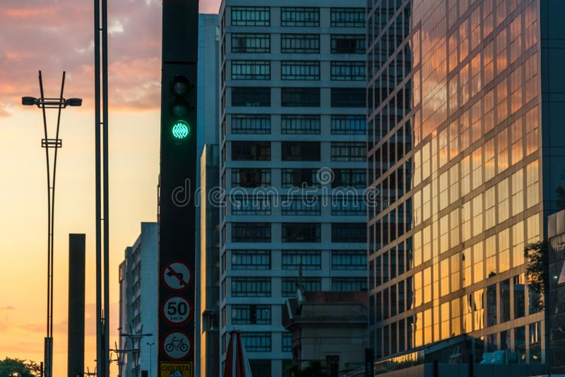 Solnedgång på den Paulista avenyn, Sao Paulo, Brasilien fotografering för bildbyråer