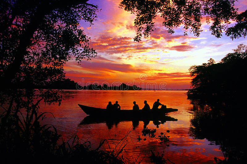 Solnedgång på den Perak floden fotografering för bildbyråer
