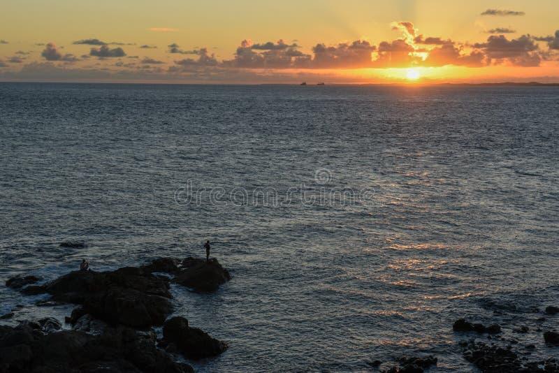 Solnedgång på den Porto da Barra stranden i Salvador Bahia, Brasilien arkivbild