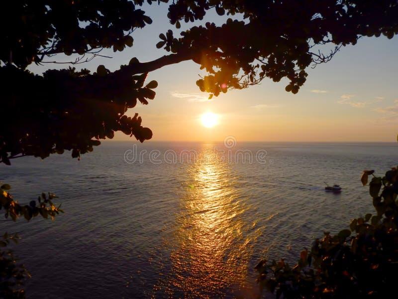 Solnedgång på den Sabang ön Aceh Indonesien arkivfoto