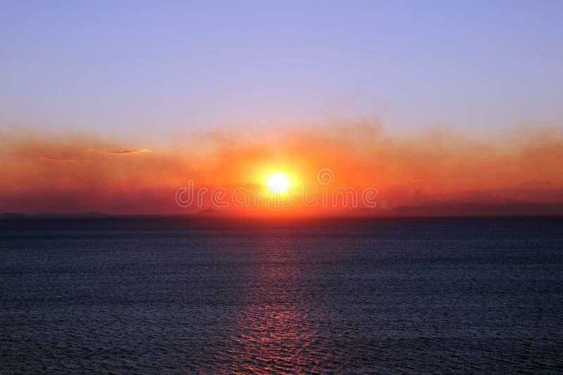 Solnedgång på den Sorrento kusten arkivfoton