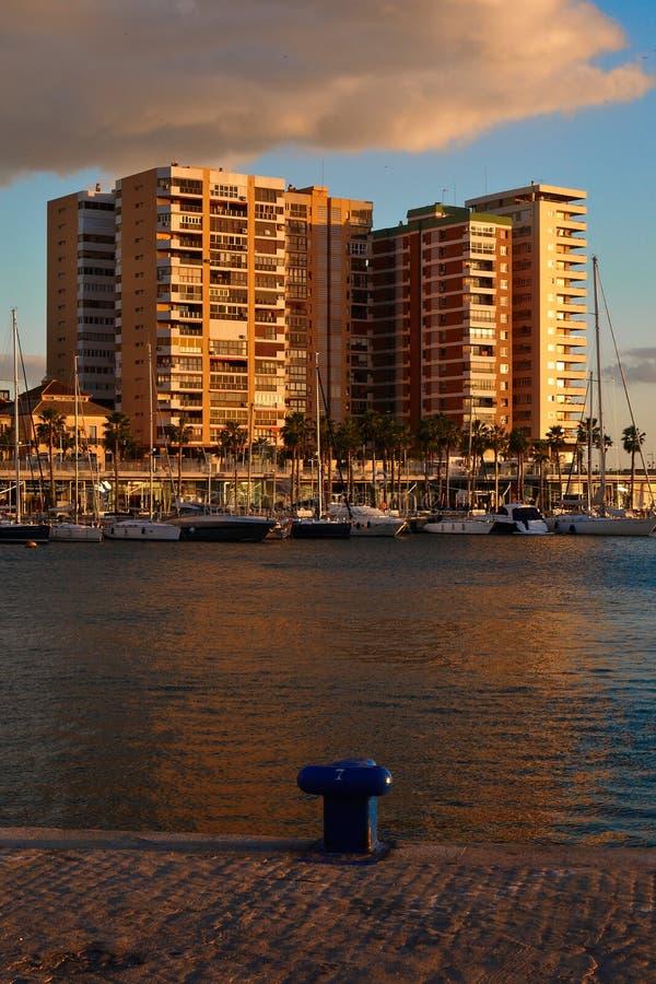 Solnedgång på det beachfront i Malaga arkivbild