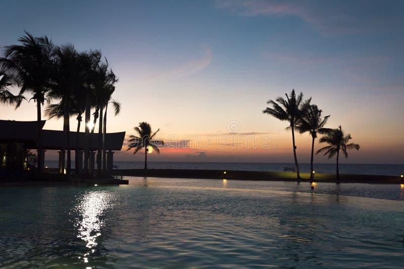 Solnedgång på det imperialistiska hotellet, Brunei arkivfoto