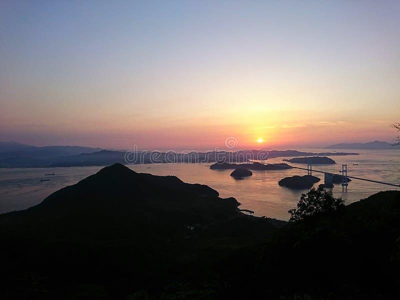 Solnedgång på det Seto inlandhavet royaltyfri fotografi
