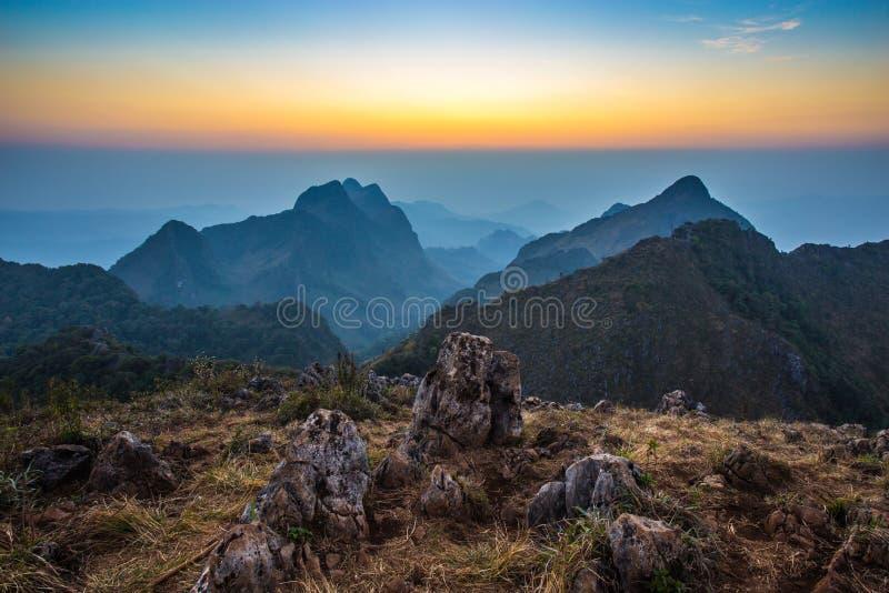 Solnedgång på Doi Luang Chiang Dao, Chiang Mai royaltyfri foto