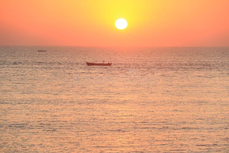 Solnedgång på Dwarka royaltyfria bilder