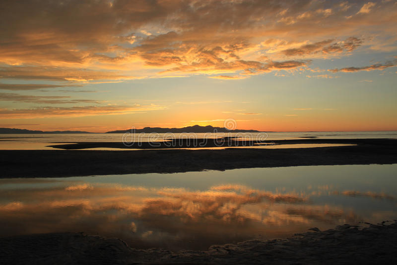 Solnedgång på Great Salt Lake, Salt Lake City, Utah, USA arkivbild