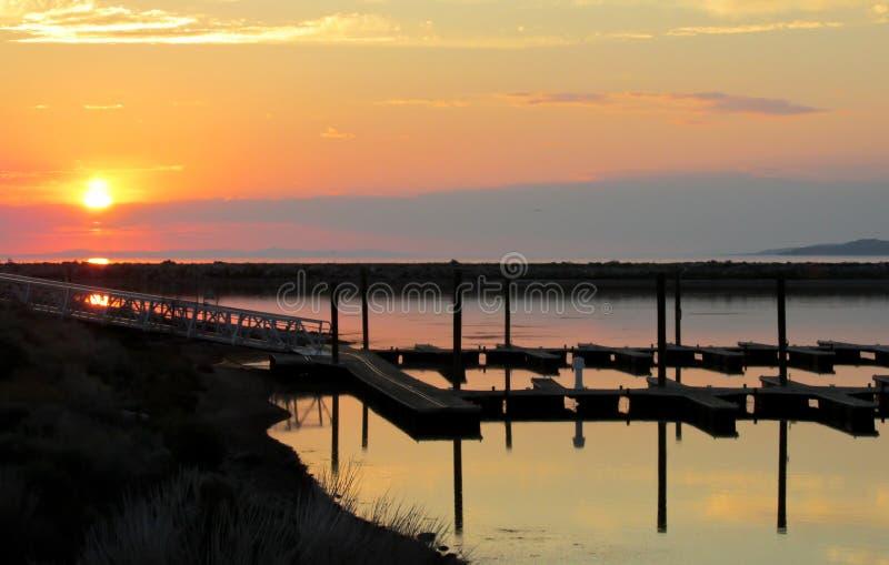 Solnedgång på Greatet Salt Lake arkivfoto