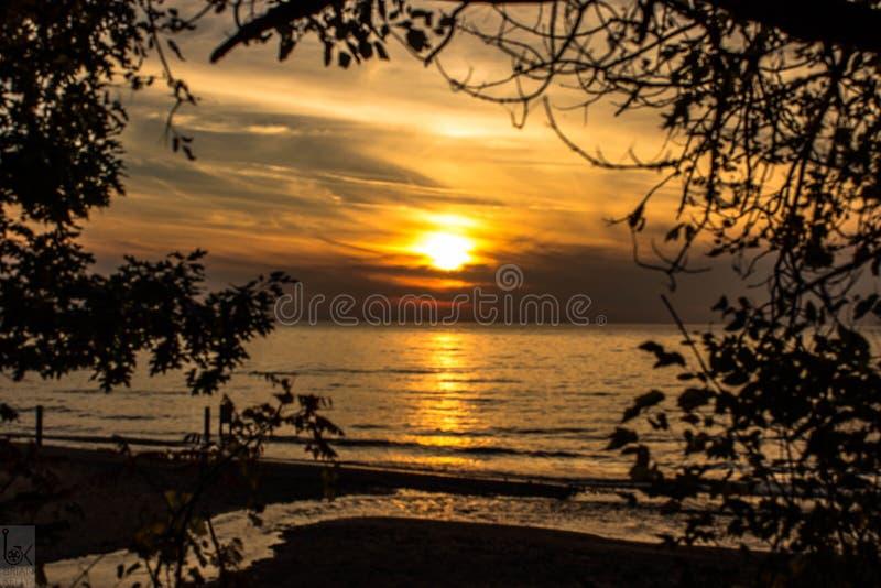 Solnedgång på härliga Lake Michigan royaltyfria foton