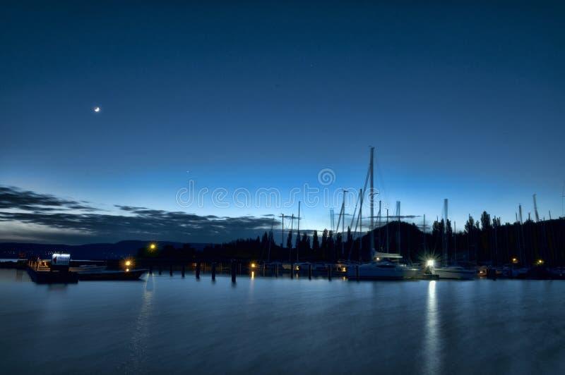 Solnedgång på hamnen fotografering för bildbyråer