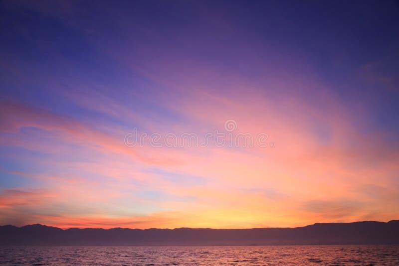 Solnedgång på havet, Brasilien royaltyfri bild