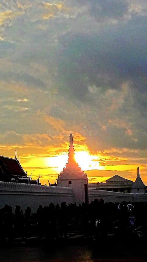 Solnedgång på himlen arkivfoton