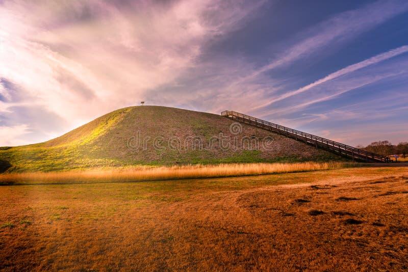 Solnedgång på historisk plats Etowah för indiska kullar i Cartersville Georgia arkivbilder