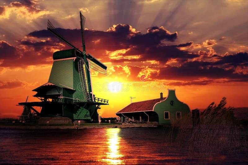 Solnedgång på jätten av Nederländerna arkivfoto